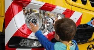 Lastwagen Scheinwerfer Kind