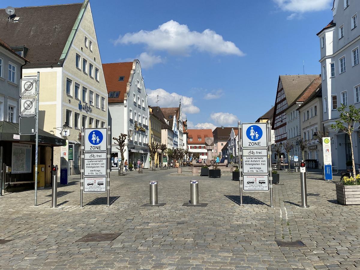 Marktplatz Guenzburg wird wieder zum Fussgaengerzone