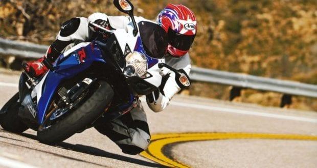 Motorradfahrer Kurve