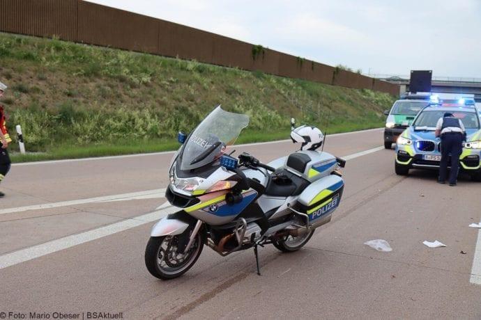 Unfall A8 AS Neusaess Kleintransporter auf Sattelzug 22052020 17