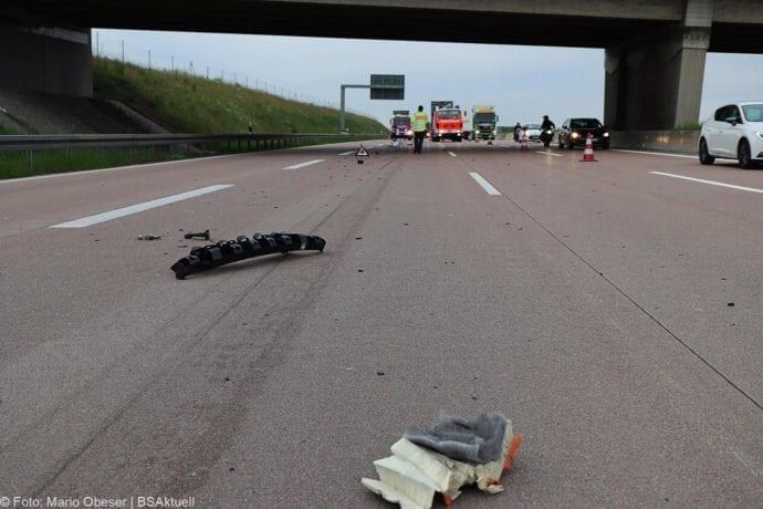 Unfall A8 AS Neusaess Kleintransporter auf Sattelzug 22052020 3