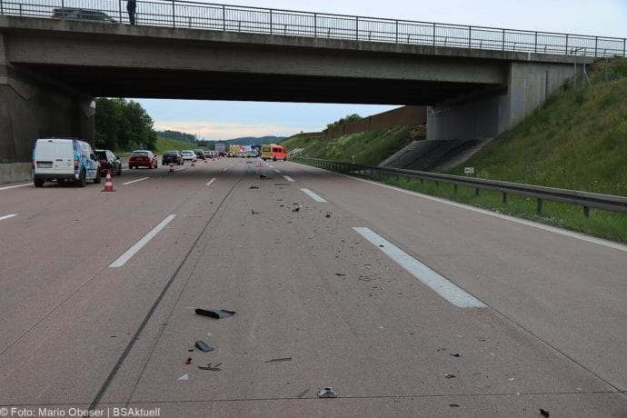 Unfall A8 AS Neusaess Kleintransporter auf Sattelzug 22052020 5
