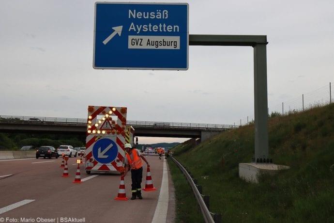 Unfall A8 AS Neusaess Kleintransporter auf Sattelzug 22052020 6