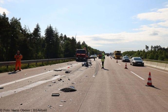 Unfall A8 Zus-Burgau Lkw gegen Sicherungsanhaenger 29052020 1
