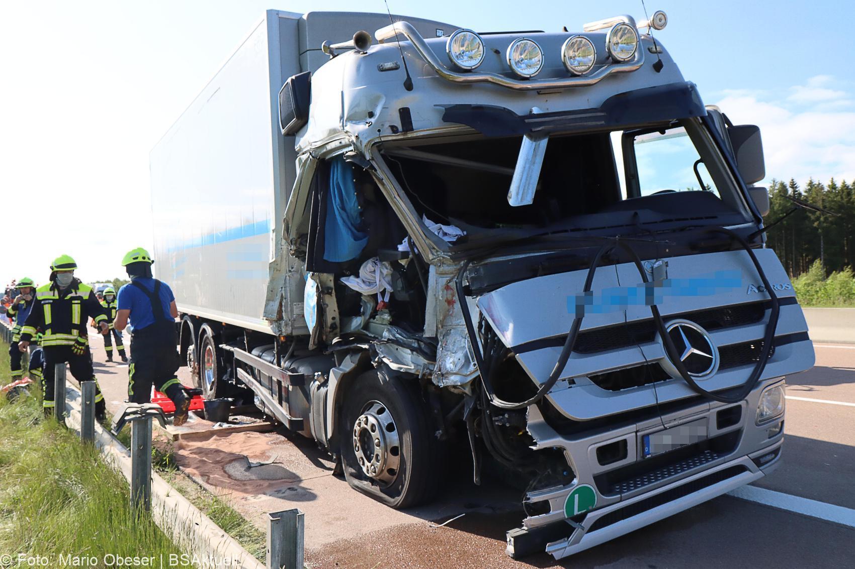 Unfall A8 Zus-Burgau Lkw gegen Sicherungsanhaenger 29052020 12