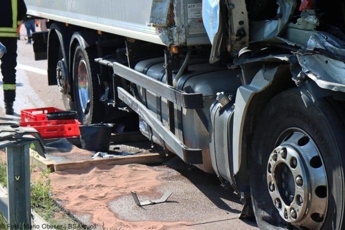 Unfall A8 Zus-Burgau Lkw gegen Sicherungsanhaenger 29052020 13