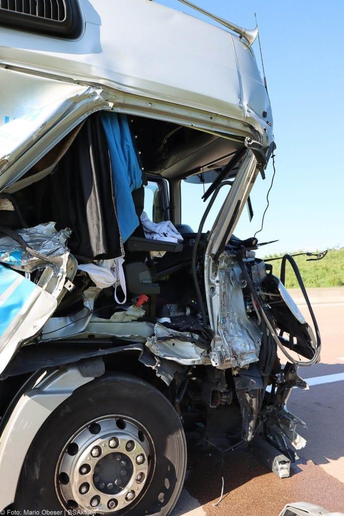 Unfall A8 Zus-Burgau Lkw gegen Sicherungsanhaenger 29052020 14