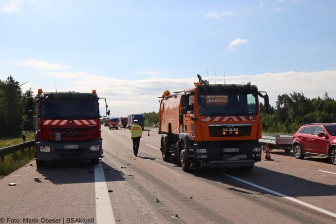 Unfall A8 Zus-Burgau Lkw gegen Sicherungsanhaenger 29052020 15