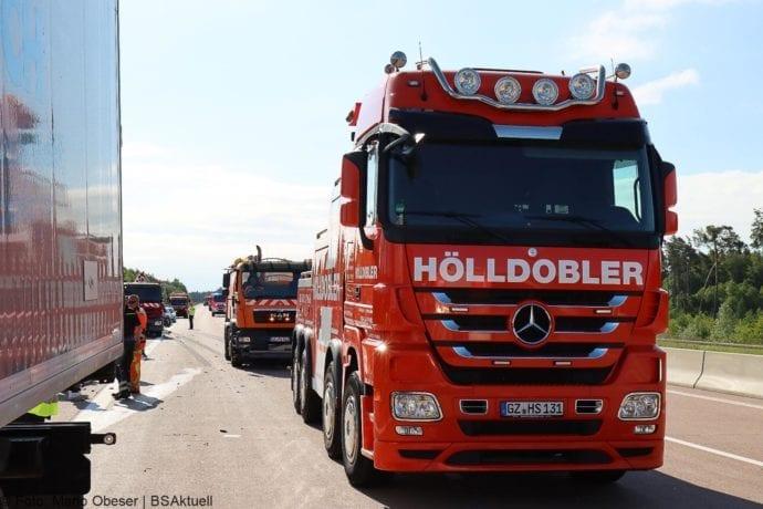 Unfall A8 Zus-Burgau Lkw gegen Sicherungsanhaenger 29052020 16