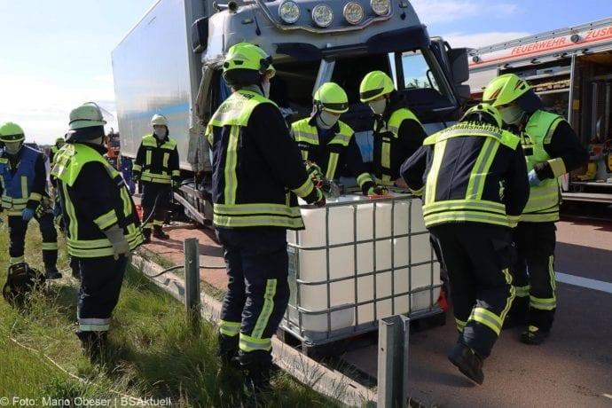 Unfall A8 Zus-Burgau Lkw gegen Sicherungsanhaenger 29052020 18