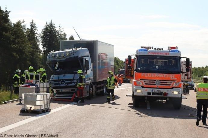 Unfall A8 Zus-Burgau Lkw gegen Sicherungsanhaenger 29052020 19