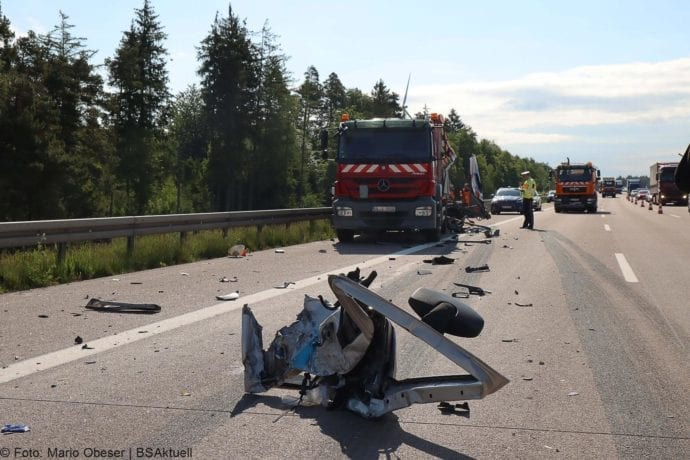 Unfall A8 Zus-Burgau Lkw gegen Sicherungsanhaenger 29052020 2