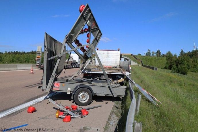 Unfall A8 Zus-Burgau Lkw gegen Sicherungsanhaenger 29052020 6