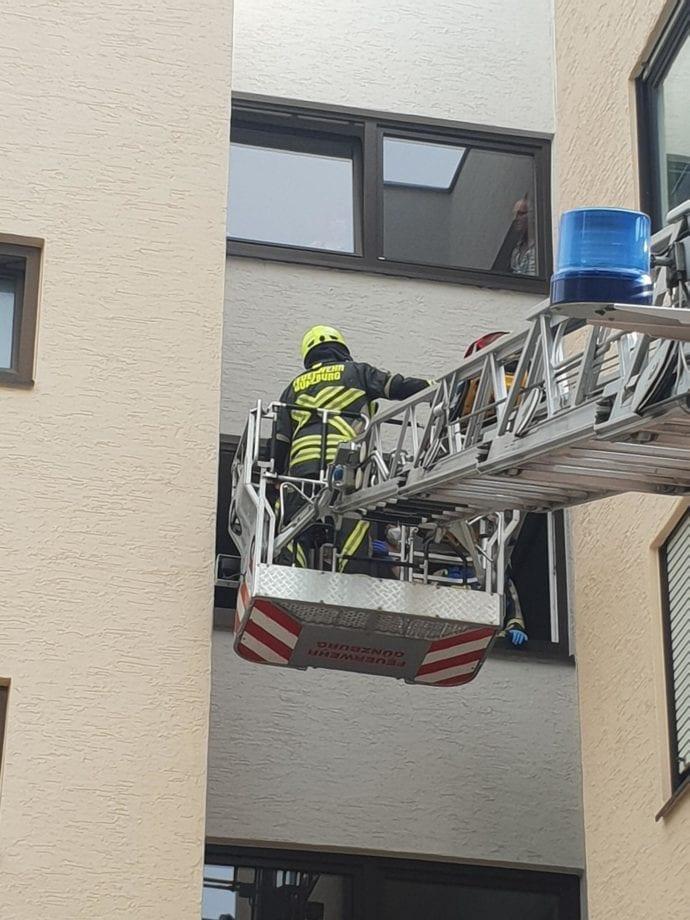 Rettung einer schwer verletzten Frau - Feuerwehr Günzburg