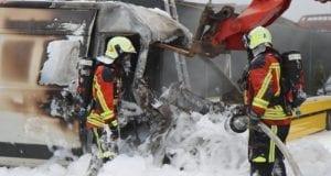 Brand Unfallfahrzeug in Offingen 17062020 11
