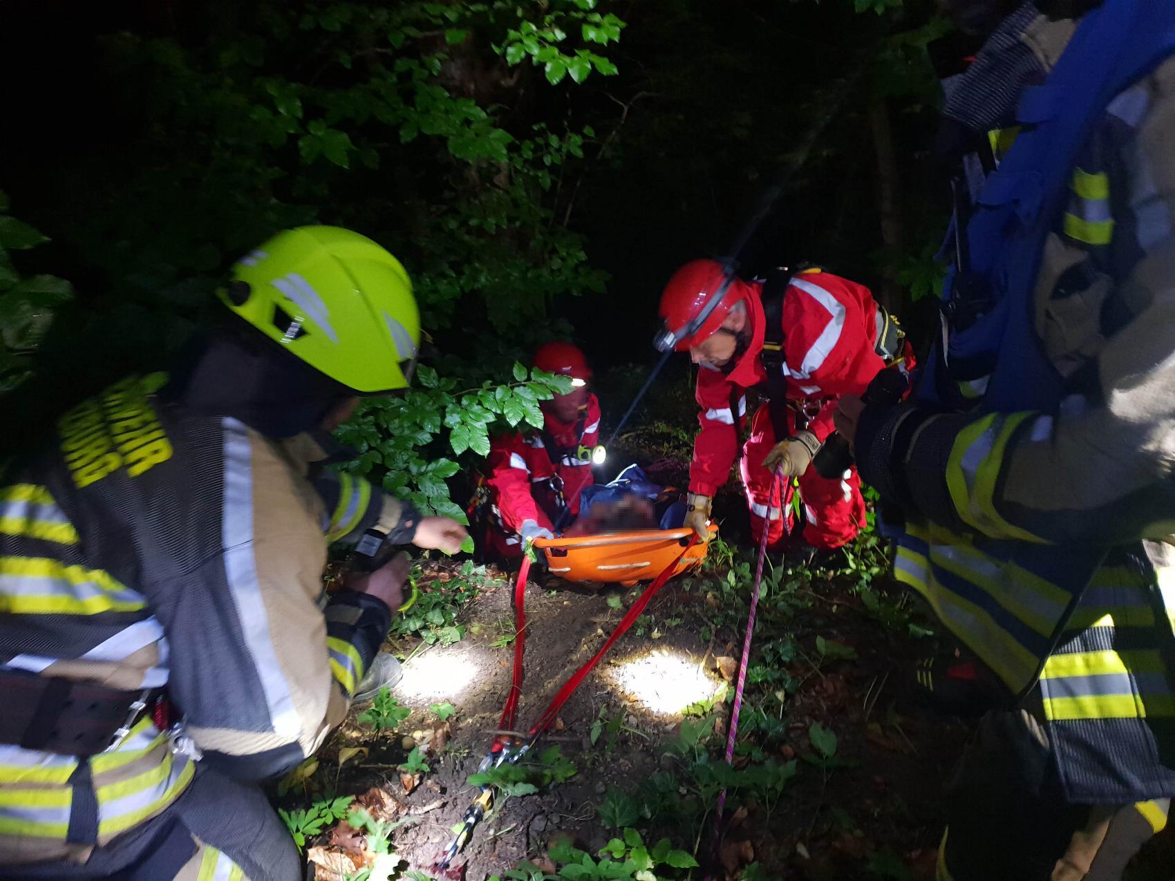 Rettung Person Abgerutscht Guenzburg 20062020 4 4