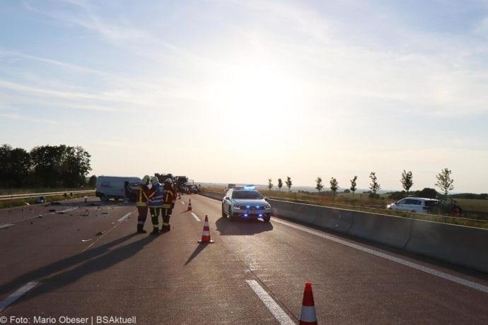 Unfall A8 Burgau-Zusmarshausen Transporter auf Lkw 02062020 1