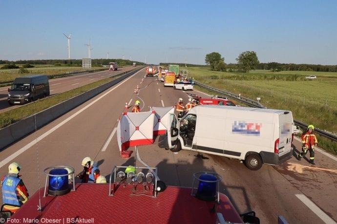 Unfall A8 Burgau-Zusmarshausen Transporter auf Lkw 02062020 10