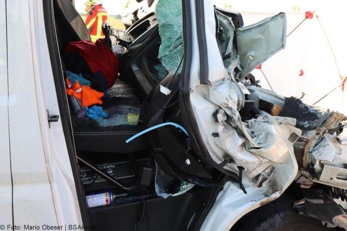 Unfall A8 Burgau-Zusmarshausen Transporter auf Lkw 02062020 12