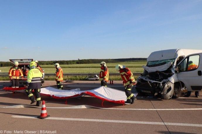 Unfall A8 Burgau-Zusmarshausen Transporter auf Lkw 02062020 13