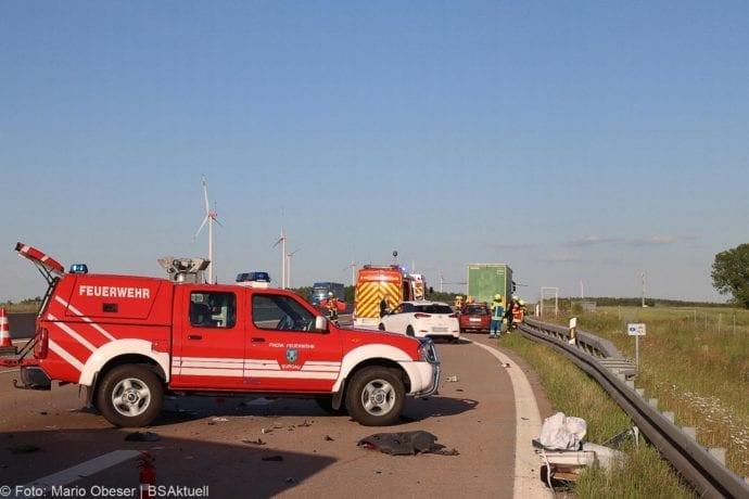 Unfall A8 Burgau-Zusmarshausen Transporter auf Lkw 02062020 14