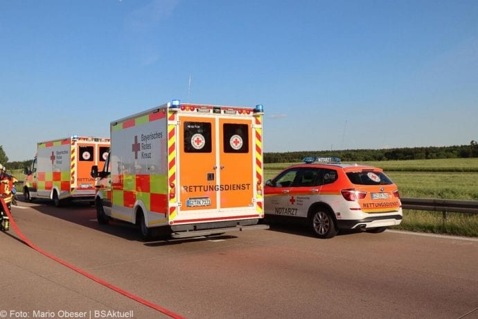 Unfall A8 Burgau-Zusmarshausen Transporter auf Lkw 02062020 15