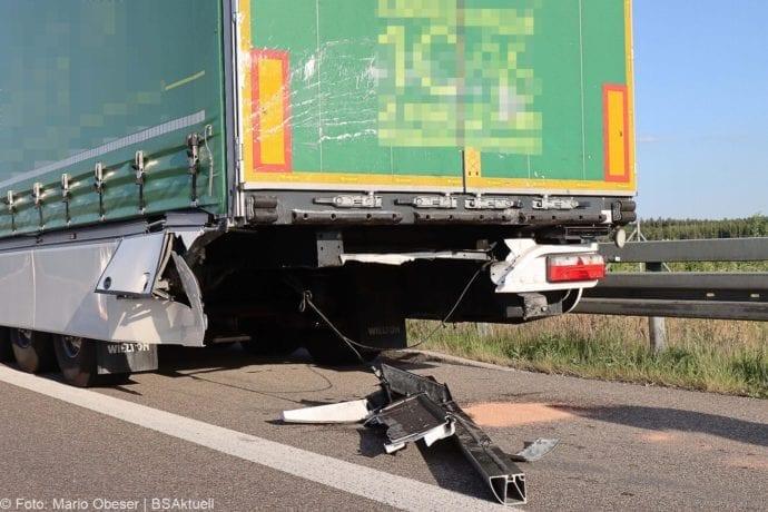 Unfall A8 Burgau-Zusmarshausen Transporter auf Lkw 02062020 17