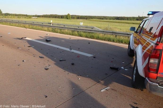 Unfall A8 Burgau-Zusmarshausen Transporter auf Lkw 02062020 2