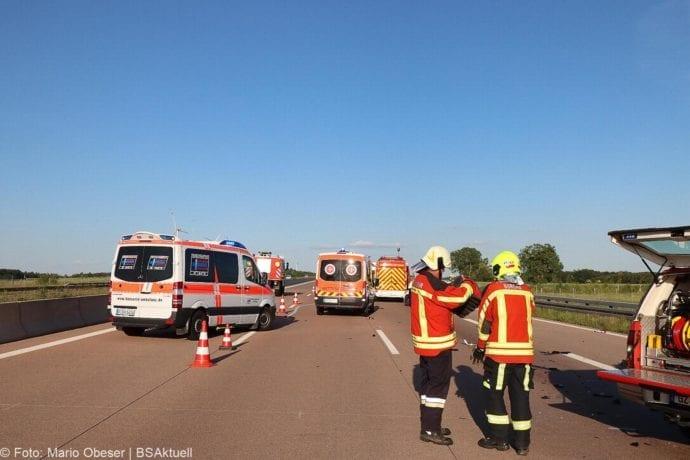 Unfall A8 Burgau-Zusmarshausen Transporter auf Lkw 02062020 23