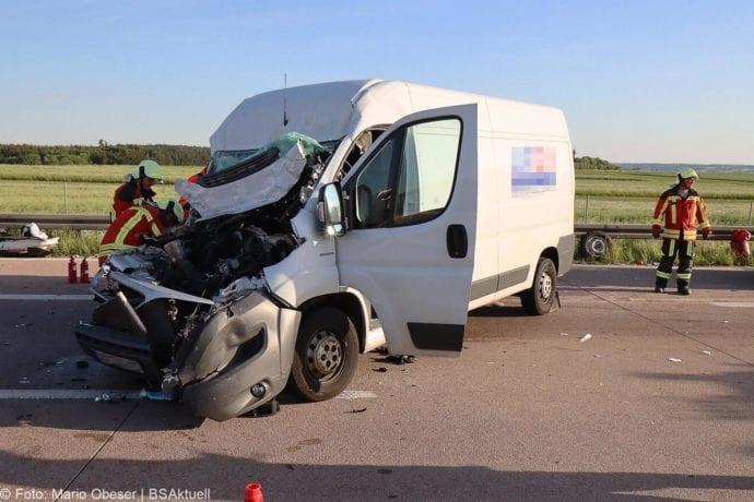 Unfall A8 Burgau-Zusmarshausen Transporter auf Lkw 02062020 25