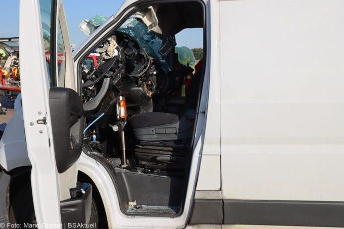 Unfall A8 Burgau-Zusmarshausen Transporter auf Lkw 02062020 26