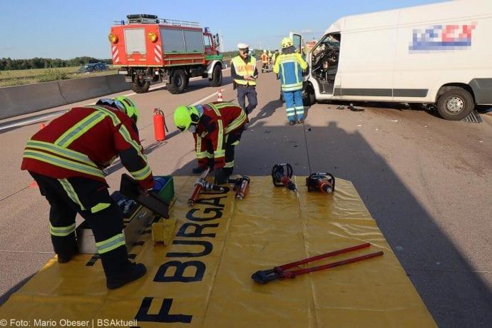 Unfall A8 Burgau-Zusmarshausen Transporter auf Lkw 02062020 28