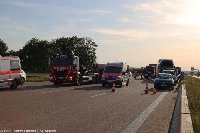 Unfall A8 Burgau-Zusmarshausen Transporter auf Lkw 02062020 29