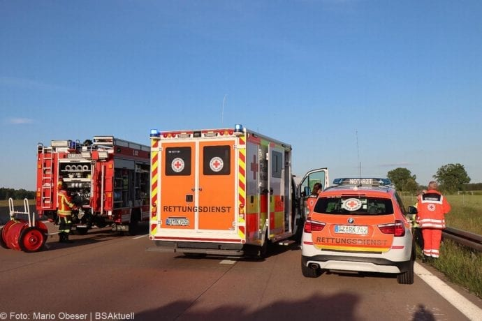 Unfall A8 Burgau-Zusmarshausen Transporter auf Lkw 02062020 4
