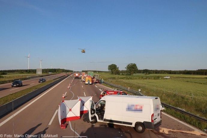 Unfall A8 Burgau-Zusmarshausen Transporter auf Lkw 02062020 7