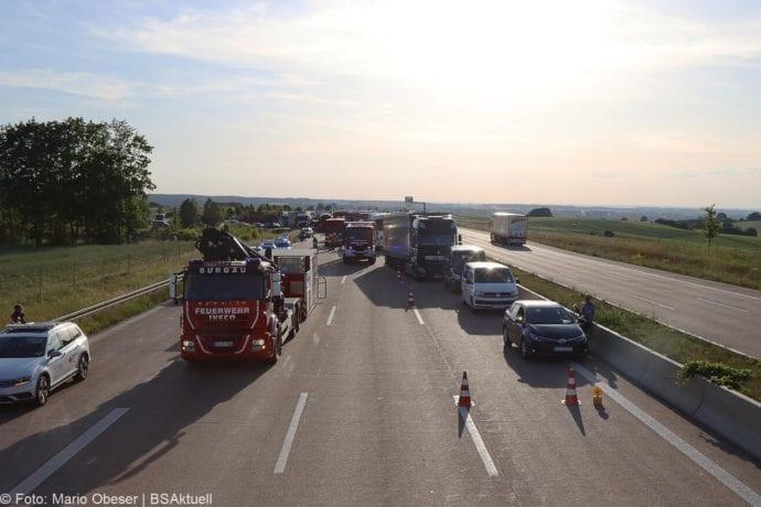 Unfall A8 Burgau-Zusmarshausen Transporter auf Lkw 02062020 9