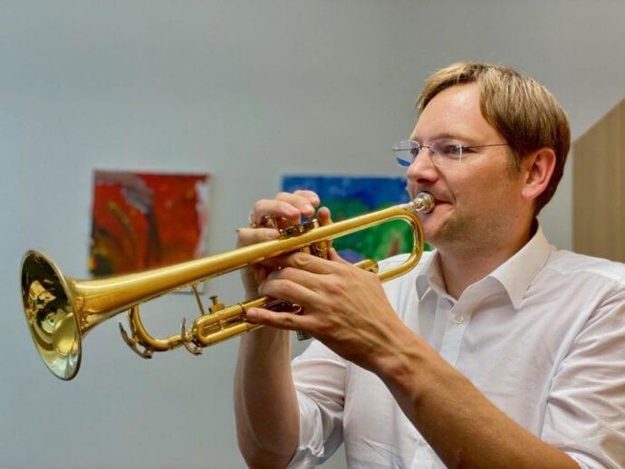 Blasmusik-Erwachen im Landkreis Guenzburg Landrat Reichhart Trompete
