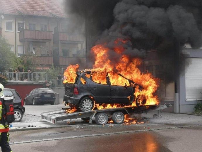 Burgau PKW-Brand auf Anhaenger 11072020 15