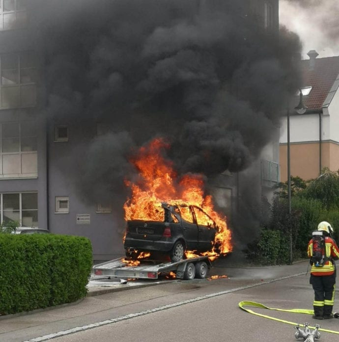 Burgau PKW-Brand auf Anhaenger 11072020 16