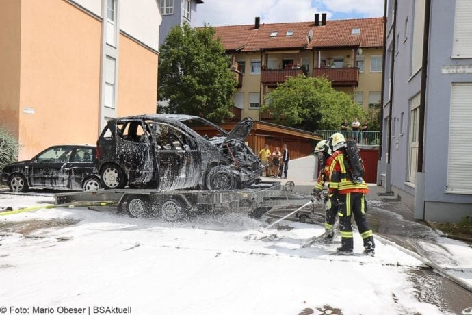 Burgau PKW-Brand auf Anhaenger 11072020 3