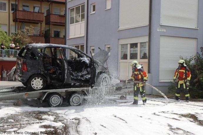 Burgau PKW-Brand auf Anhaenger 11072020 4