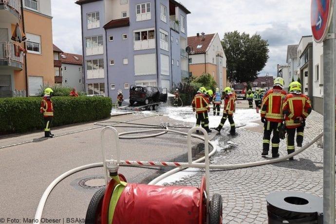 Burgau PKW-Brand auf Anhaenger 11072020 5