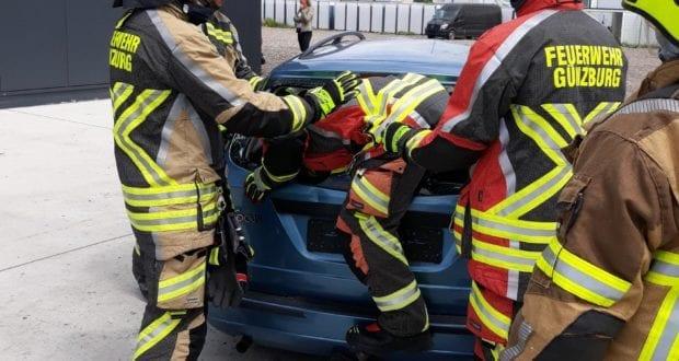Feuerwehr Guenzburg – teschnische Rettung aus Pkw 1