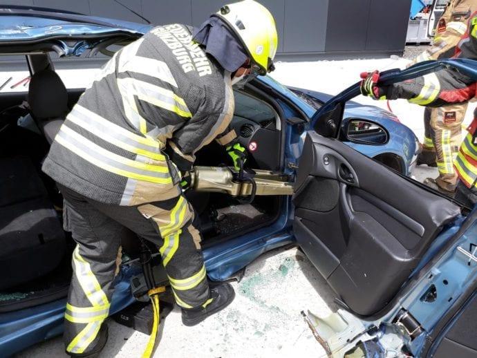 Feuerwehr Guenzburg – teschnische Rettung aus Pkw 2