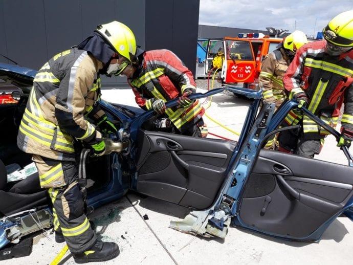 Feuerwehr Guenzburg – teschnische Rettung aus Pkw 3