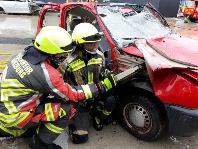 Feuerwehr Guenzburg – teschnische Rettung aus Pkw 4
