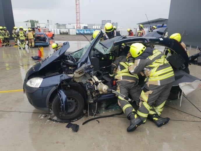Feuerwehr Guenzburg – teschnische Rettung aus Pkw 5
