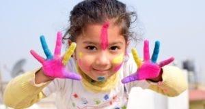 Kind Maedchen Farben