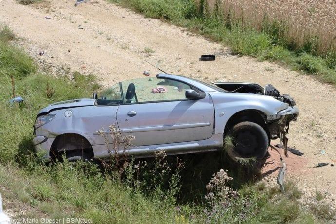 Unfall Cabrio zw Leinheim und Kreisverkehr Limbach 27072020 11