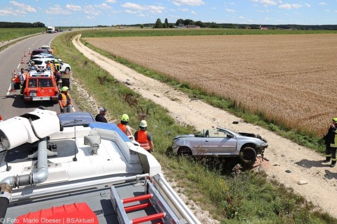 Unfall Cabrio zw Leinheim und Kreisverkehr Limbach 27072020 12